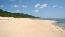 西表島「南風見田の浜」に集まる人たち